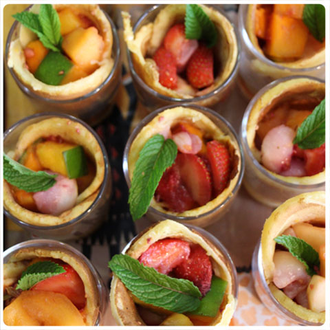 pancakes et fruits au sirop